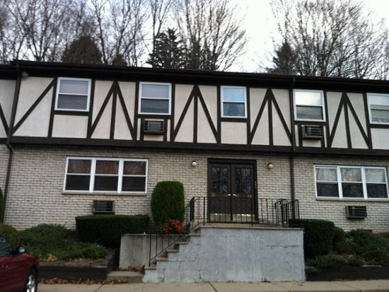 85 Treetop Ct, Bloomingdale, NJ 07403
