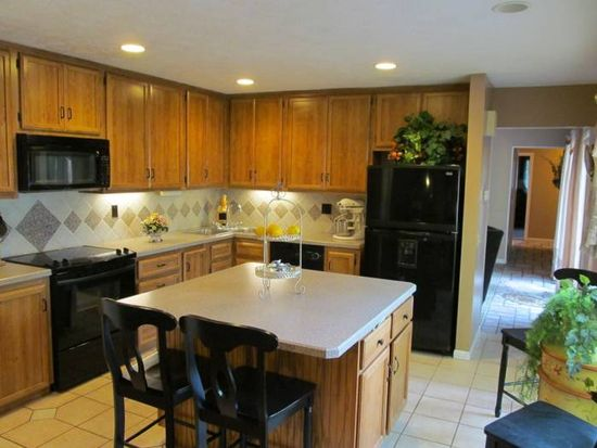 11565 Timber Edge Pl, Strongsville, OH 44136