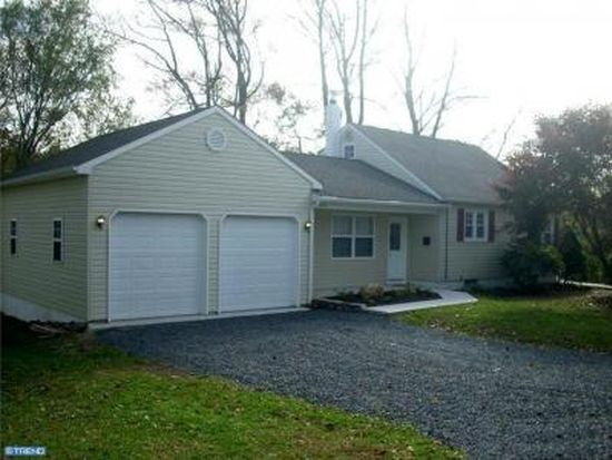 3800 Pine Ave, Levittown, PA 19056