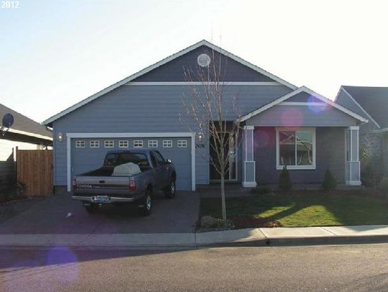 2476 Dorsey Dr, Hubbard, OR 97032