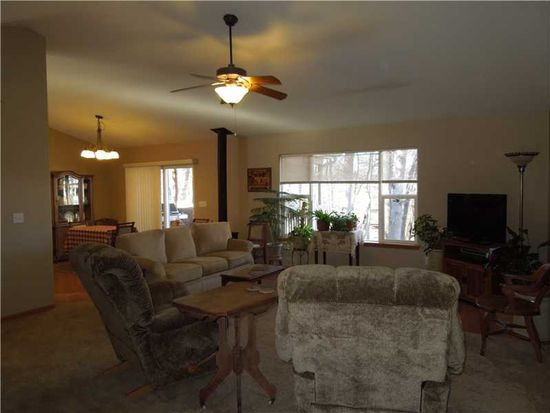 220 Valleyview Dr, Marion, IA 52302