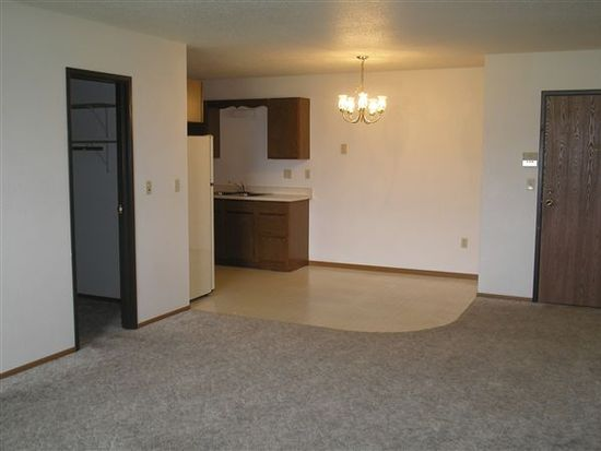1850 S 34th St APT 111, Grand Forks, ND 58201