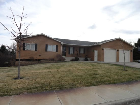 1329 Winchester Dr, Pierre, SD 57501