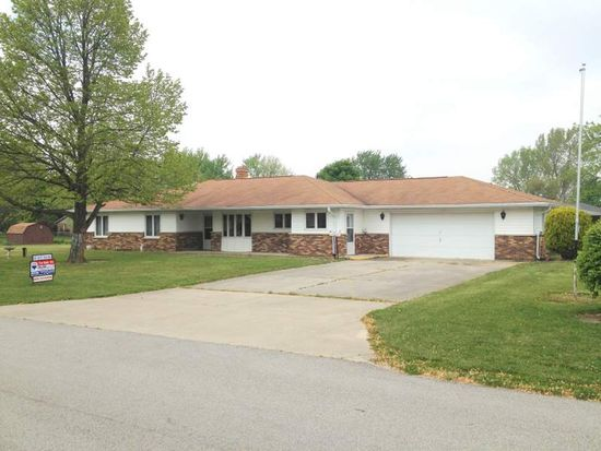 4308 E Bluegrass Dr, Muncie, IN 47303