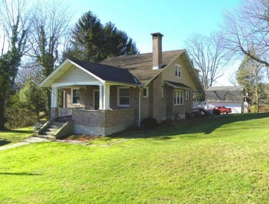134 Underwood Ave, Jeannette, PA 15644