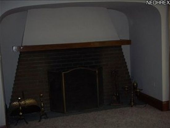3186 Cleveland Massillon Rd, Barberton, OH 44203