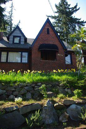 8249 16th Ave NE, Seattle, WA 98115
