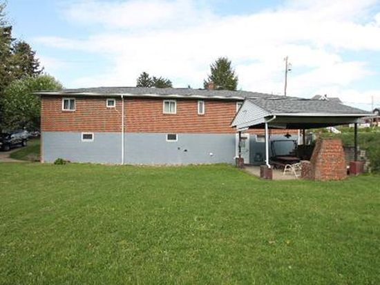 700 Pitcairn Ave, Jeannette, PA 15644