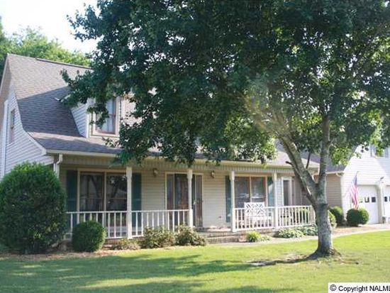 1005 Cedarwood Dr SW, Decatur, AL 35603