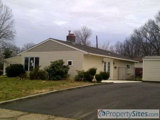 45 Goodturn Rd, Levittown, PA 19057
