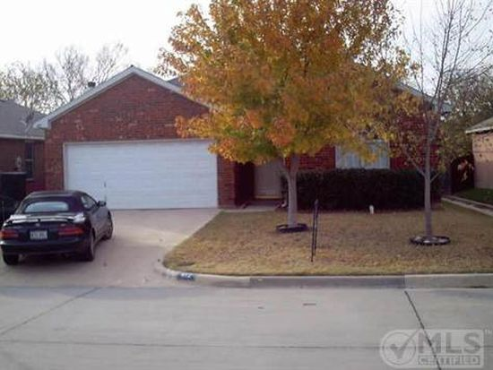 412 Hollyberry Dr, Mansfield, TX 76063