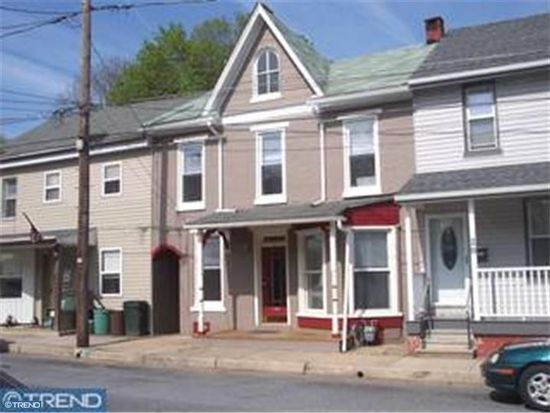 30 S Front St, Womelsdorf, PA 19567