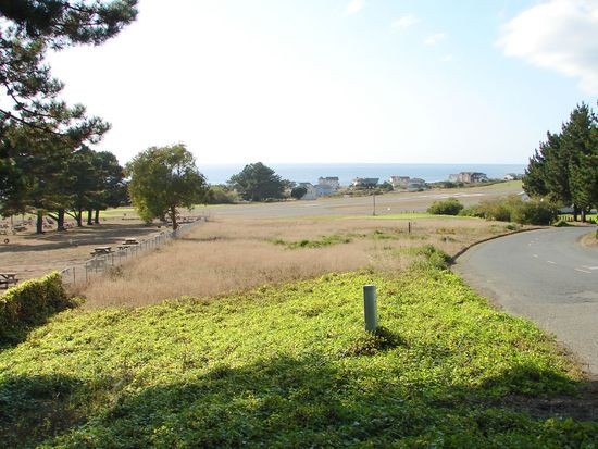 1161 Upper Pacific Dr, Whitethorn, CA 95589