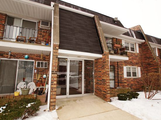 2327 Ogden Ave APT 8, Downers Grove, IL 60515