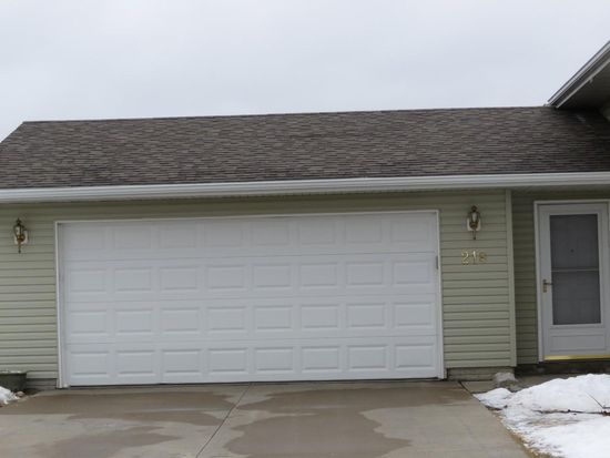 218 S Hillcrest Cir, Center Point, IA 52213
