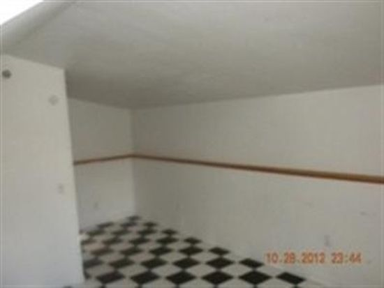 1510 Monroe St, Lake In The Hills, IL 60156