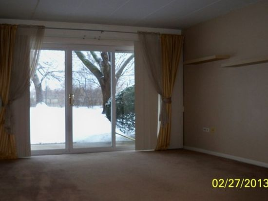 2900 Maple Ave APT 12A, Downers Grove, IL 60515