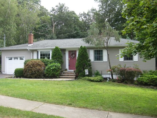 11 Rosemont Rd, Oak Ridge, NJ 07438