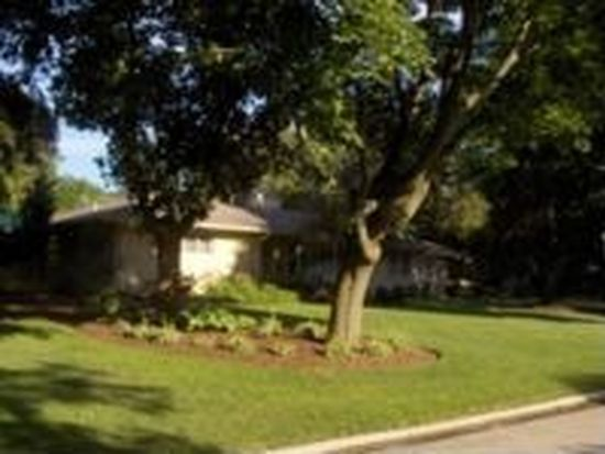 122 Country Club Pl, Geneva, IL 60134