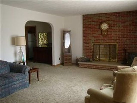 214 Roselawn Dr, Xenia, OH 45385