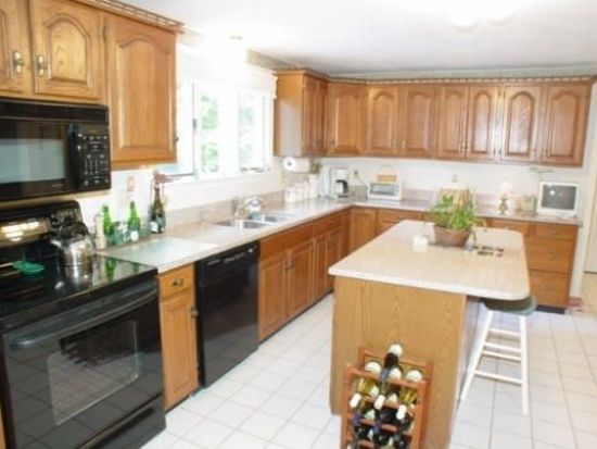 1427 Great Pond Rd, North Andover, MA 01845
