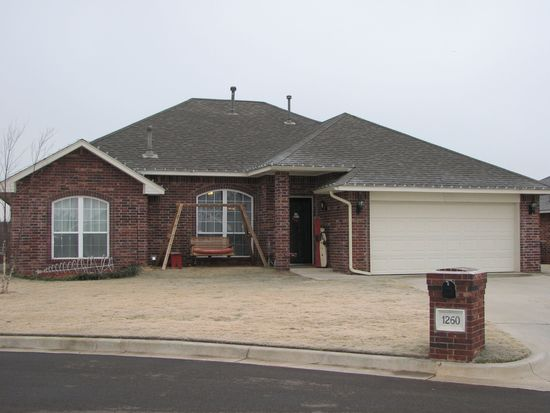1260 Douglas Cir, Noble, OK 73068