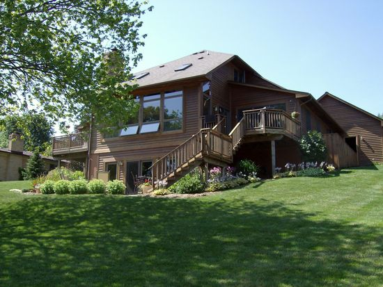 4055 Westhill Dr, Howell, MI 48843