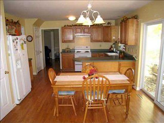 34 Manor Dr, Glenmont, NY 12077