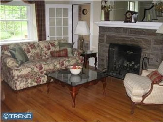 1046 Huntingdon Rd, Abington, PA 19001