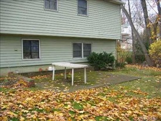 11 2nd Rd, Great Neck, NY 11021