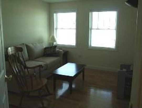 3 Sterling Hill Ln APT 334, Exeter, NH 03833