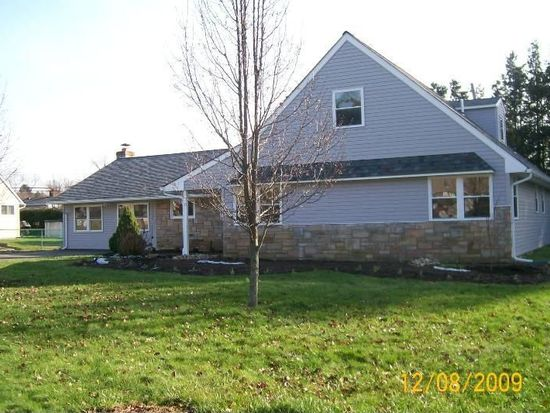 10 Four Leaf Rd, Levittown, PA 19056