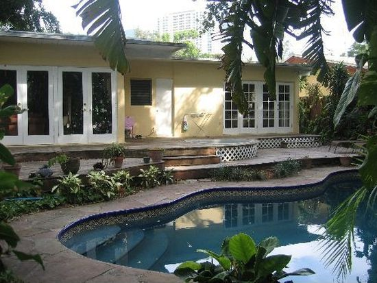 90 SW 17th Rd, Miami, FL 33129
