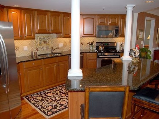 2 Sterling Hill Ln APT 216, Exeter, NH 03833