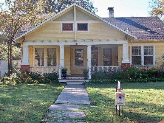 220 Davis St, Gainesville, TX 76240
