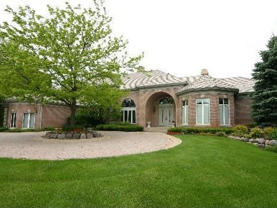 8 Woodhaven Dr, South Barrington, IL 60010