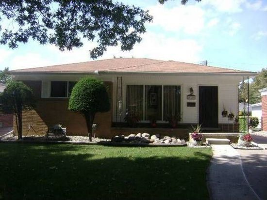 27225 Princeton St, Saint Clair Shores, MI 48081