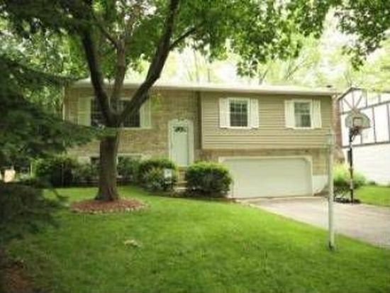 1030 Casa Solana Dr, Wheaton, IL 60189