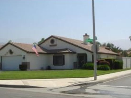 7857 Gold Buckle Rd, Highland, CA 92346