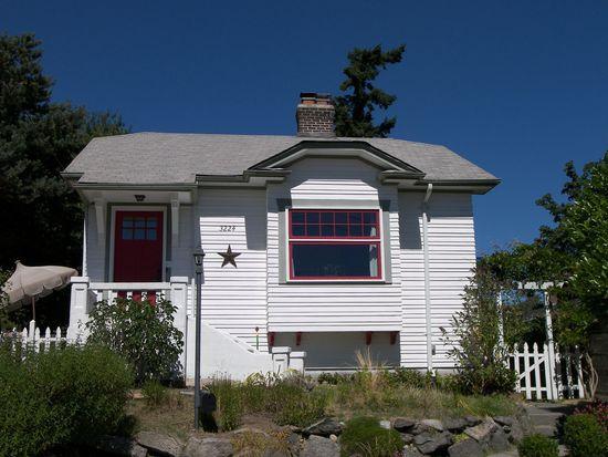 3224 SW Genesee St, Seattle, WA 98126