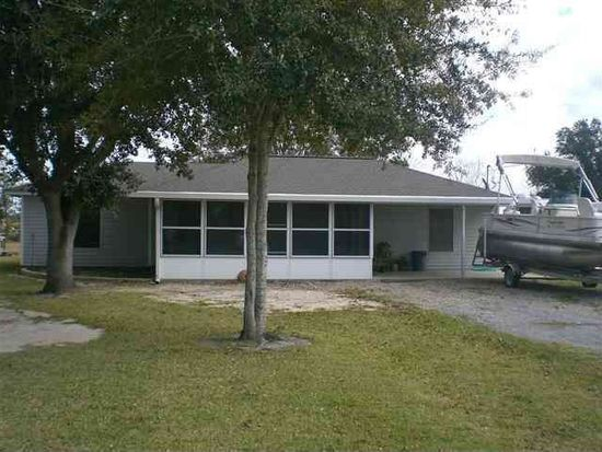 1447 Dugat Rd, Winnie, TX 77665
