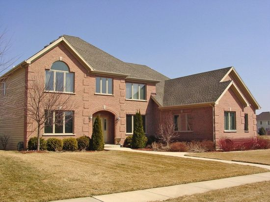 40W228 James Michener Dr, St Charles, IL 60175