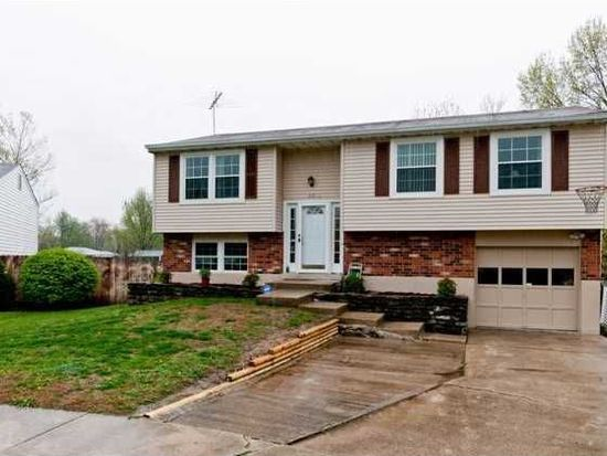 8502 Masters Ct, Louisville, KY 40291