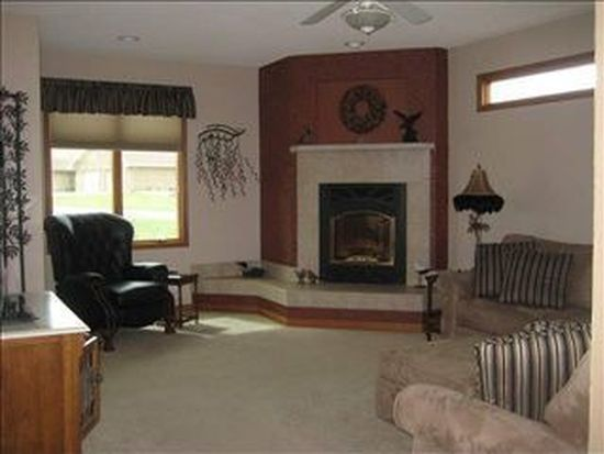 17030 Northern Hills Dr, Dubuque, IA 52002