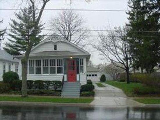 487 Park St, Elgin, IL 60120