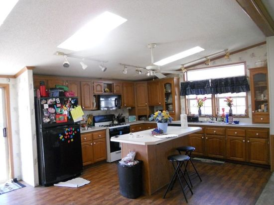 1031 Harmon Rd, Ashtabula, OH 44004