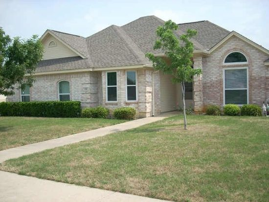 858 Valley View Ct, Burleson, TX 76028