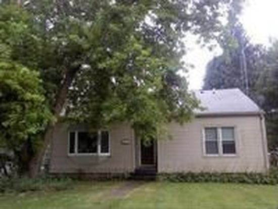 271 E Slater Ave, Hinckley, IL 60520