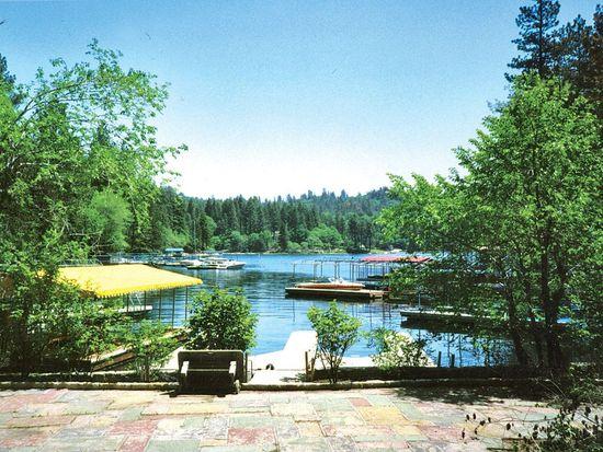 711 Shelter Cove Dr, Lake Arrowhead, CA 92352