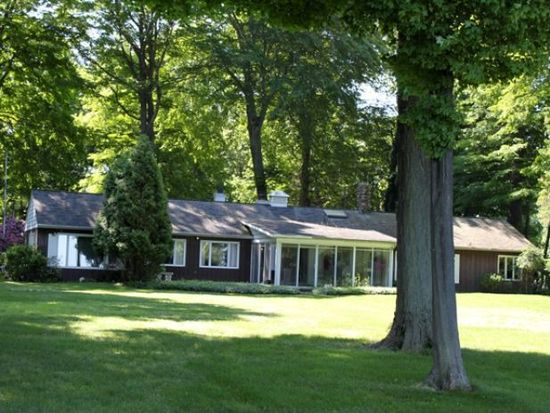 4826 Wolf Rd, Erie, PA 16505